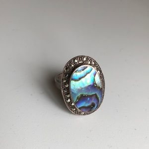 Jewelry - Vintage abalone ring